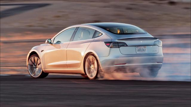 Choisir le pneu Tesla Model S Performance Racing parfait