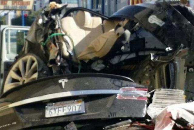 Elon Musk Mengatasi Tesla Battery Fire